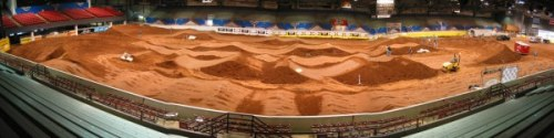 Pan of the entire track looking wast